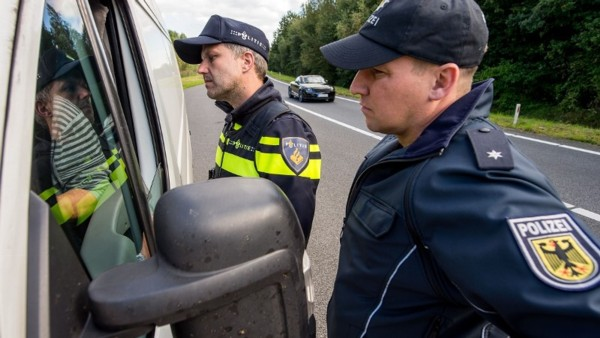 German and Dutch police cooperating